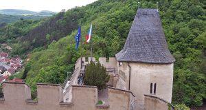 Pohled z hradeb Karlštejna