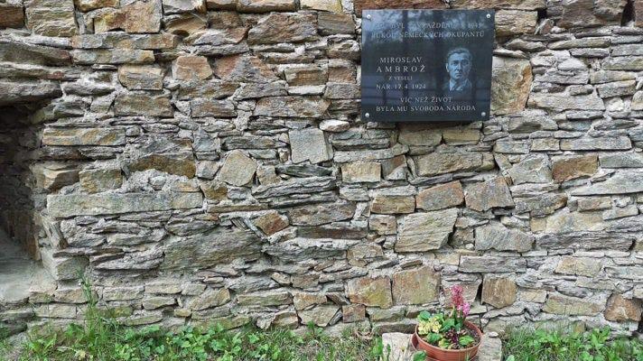 Pomník Miroslavu Ambrožovi