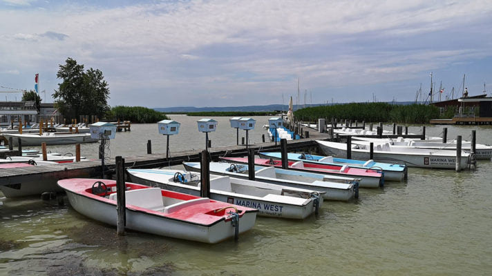 Půjčovna člunů na Neziderském jezeře