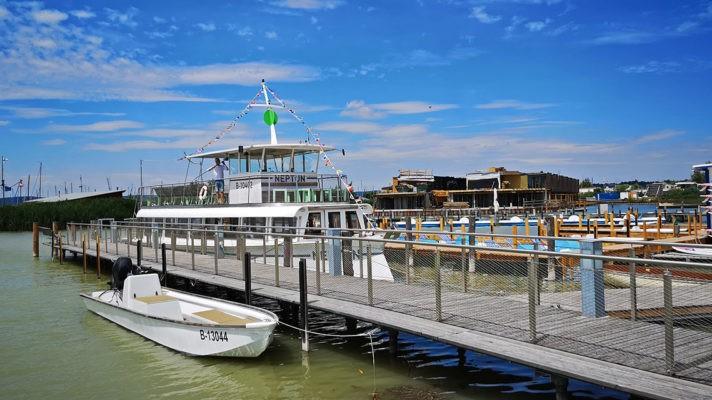 Výletní loď pro pravidelné plavby na Neziderském jezeře
